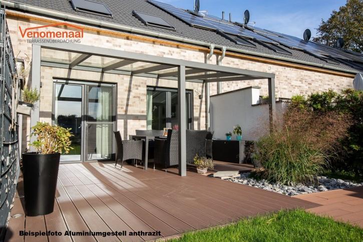 Terrassenüberdachung in matt anthrazit, 7,00m x 4,50m mit Glaseindeckung Milchglas
